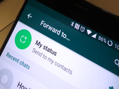 In certi casi ijnoltrare i messaggi di WhatsApp può diventare un reato