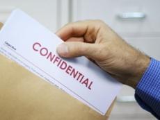 dipendente-licenziabile-se-consegna-atti-riservati-all-ex-direttore-imputato-penalmente