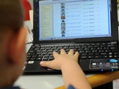 Cosa deve fare una piattaforma online di giochi riguardo al consenso dei minori?