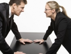 Segnalare la condotta di un professionista: 'occhio alla penna'