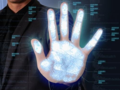 Cassazione: multa da 66 mila euro ad azienda per utilizzo badge con l'impronta della mano senza l'ok del Garante