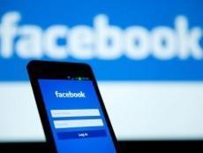 """Facebook di nuovo sotto accusa per la privacy: """"ha trattato dati degli utenti con banche"""""""
