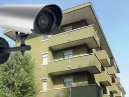Sì alla videosorveglianza in condominio per seri motivi di sicurezza, ma se la telecamera è finta scatta il contenzioso